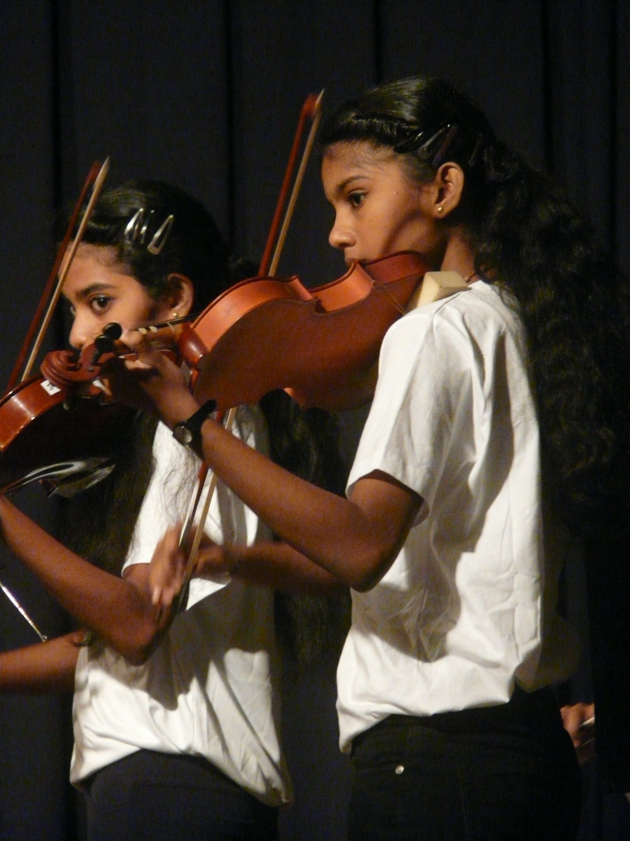 Viola students from Auxilium school