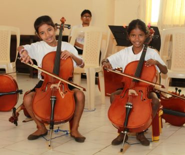 Meet our young and enthusiastic cellists!